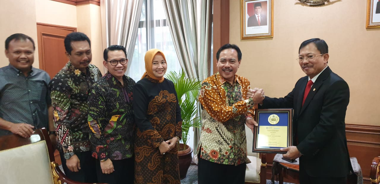 RSUD DR. ISKAK TULUNGAGUNG - 'IHF/Bionexo Excellence Award for Corporate Social Responsibility' Oman, Uni Emirate Arab
