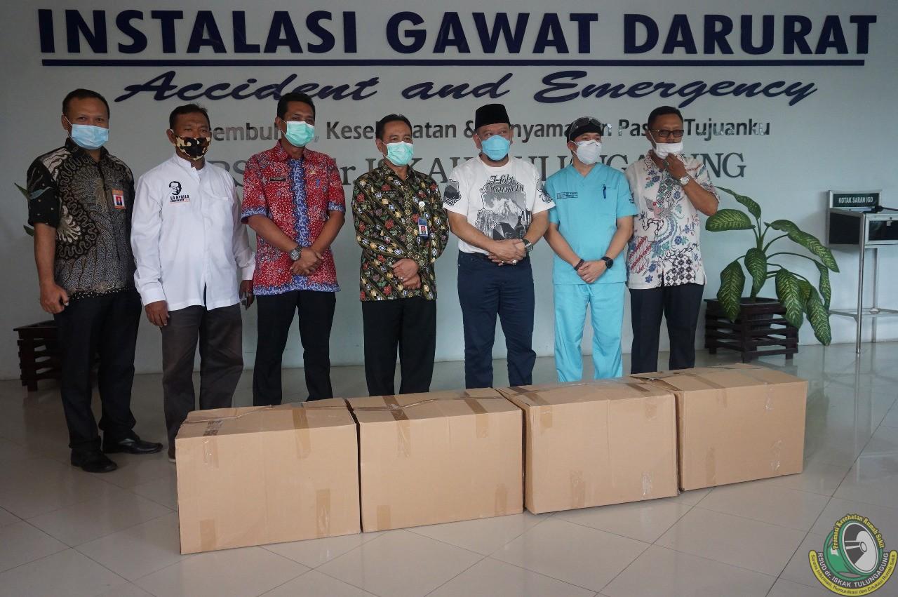 Ketua DPD RI La Nyalla Mattalitti sumbang empat dus APD untuk RSUD dr. Iskak Tulungagung