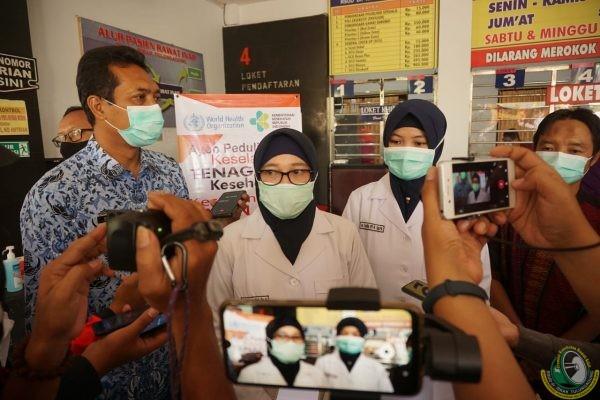 RSUD Tulungagung bagikan seribu masker peringati World Safety Patient Day