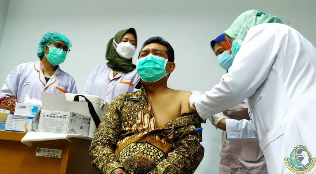 Bertahap, 1.468 Nakes dan Karyawan Jalani Vaksinasi COVID-19